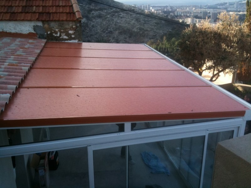 Toiture de v randa en thermotop avec membrane phonique for Top garage vitrolles